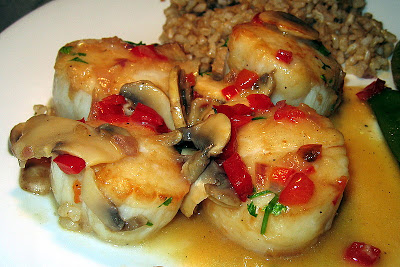 Sea Scallops With Red Peppers And Mushrooms