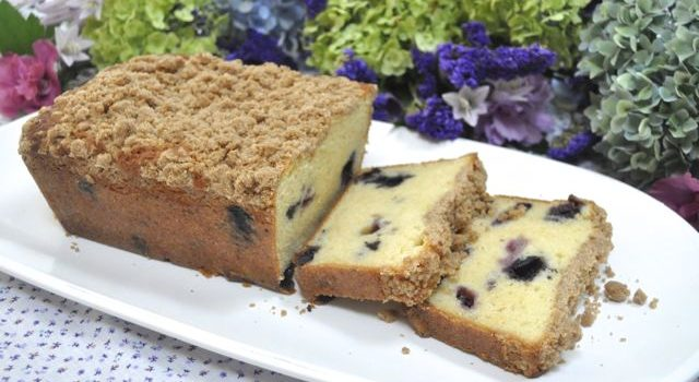 Finally – A Ricotta Pound Cake That Works – With Blueberries And A Crumb Topping Too!