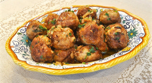 Chicken Meatballs In White Wine Sauce